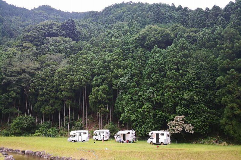キャンピングカー キャンプ場
